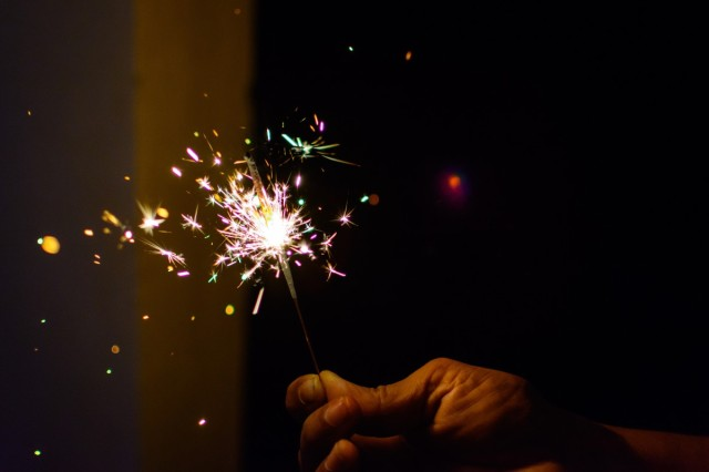 sparkler_fireworks_colors_diwali_light_deepavali_deepawali_celebration pxhere
